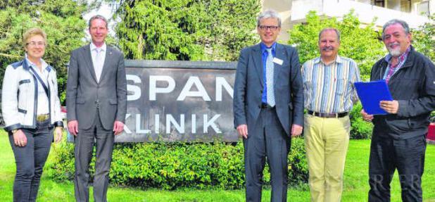 FDP-Politiker Jochen Haußmann diskutiert in der Espan-Klinik mit Ortsverbands-Mitgliedern